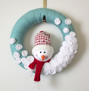 Aqua Snowman Wreath, Yarn Wreath, Large 14 inch Size