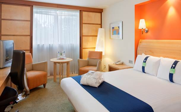holiday-inn-hemel-hempstead-guest-room-modern-executive-guest-room