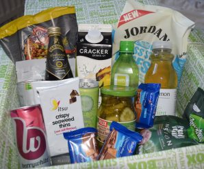 Unboxing and Reviewing July 2016 Degustabox