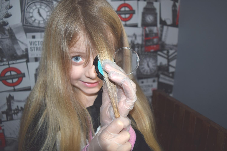 Caitlin applying Hair chalks